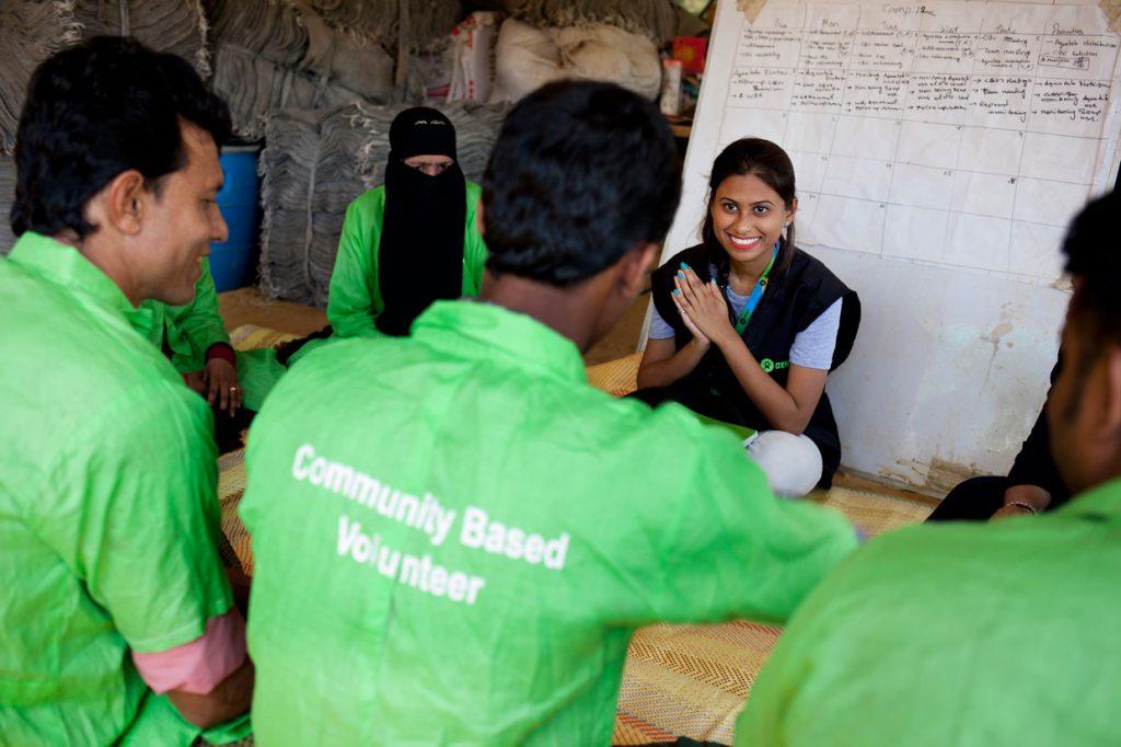 A ajuda humanitária é uma forma de assistir populações em situação de risco. Conheça em nosso post 5 cuidados da voluntária Iffat para atender esses povos.